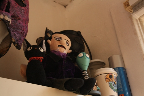 Jiji, Edgar Allan Poe and Toxic Boy watch over my work and give me their sign of approval.